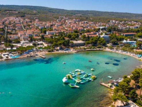 Ilustrativna fotografija plaže Banj u Supetru